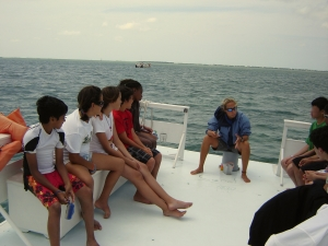 Teaching about coral ecology and biology at the Newfound Harbor Marine Institute (Big Pine Key, FL)